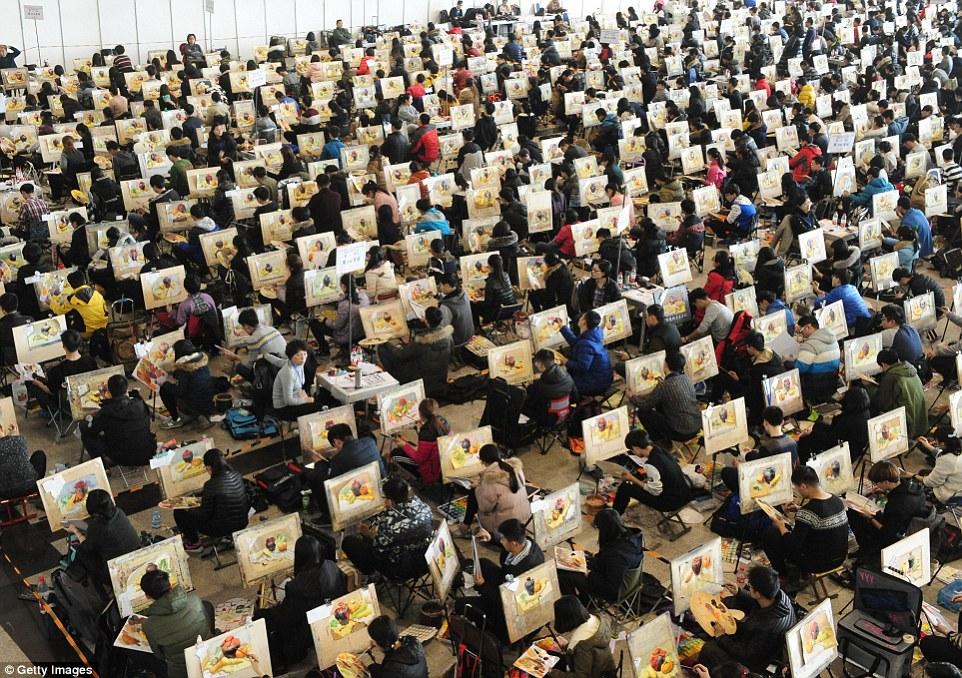 Picteaza pentru viitorul lor. 7000 de chinezi s-au luptat pentru 30 de locuri intr-o universitate de arta