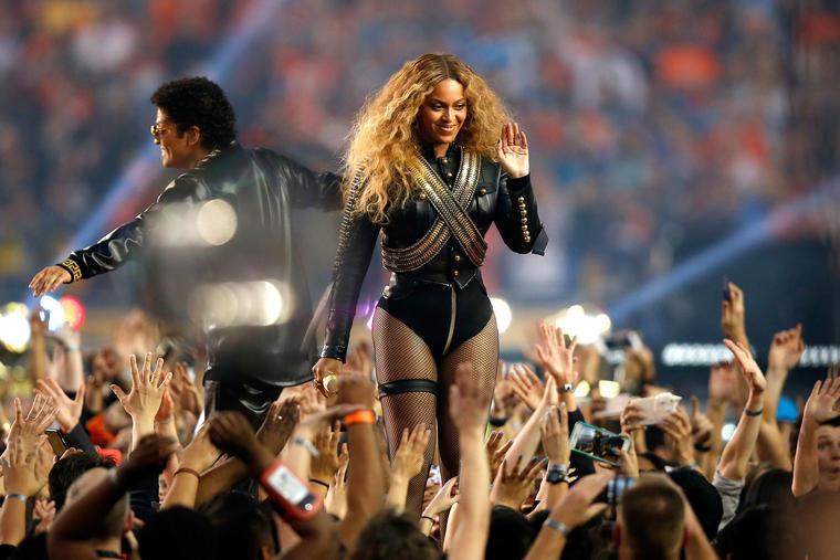 Superbowl 2016. Beyonce, acuzata de propaganda politica