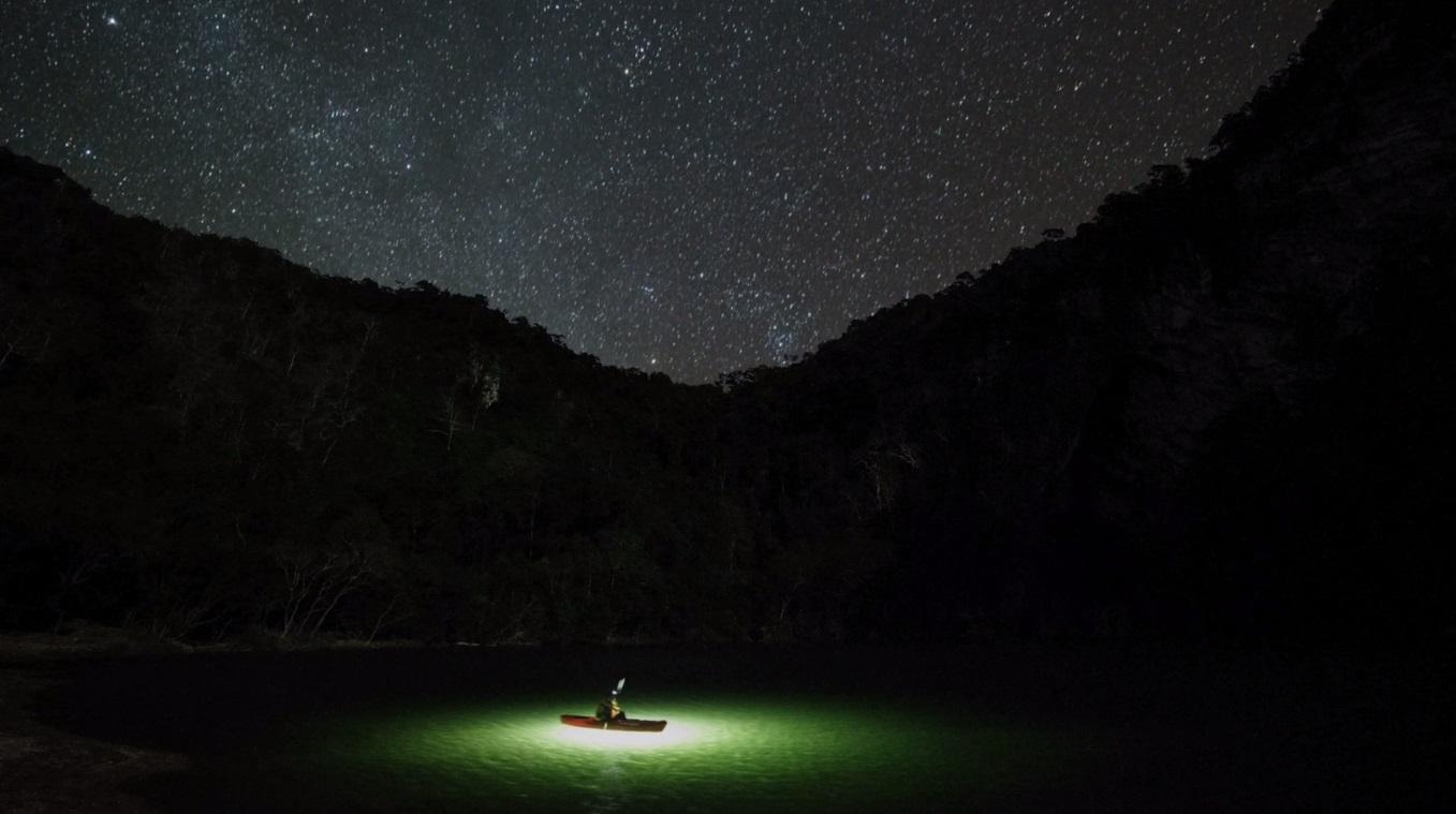 Imagini spectaculoase filmate cu un caiac si o drona