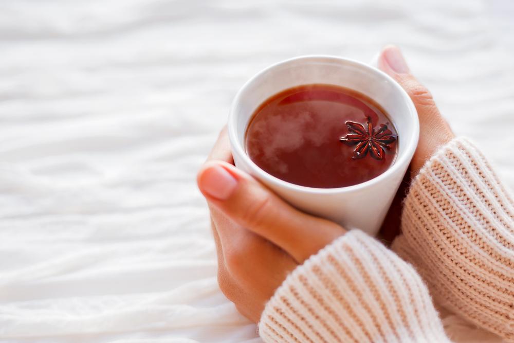 Uite ce poti pati daca bei ceai fierbinte