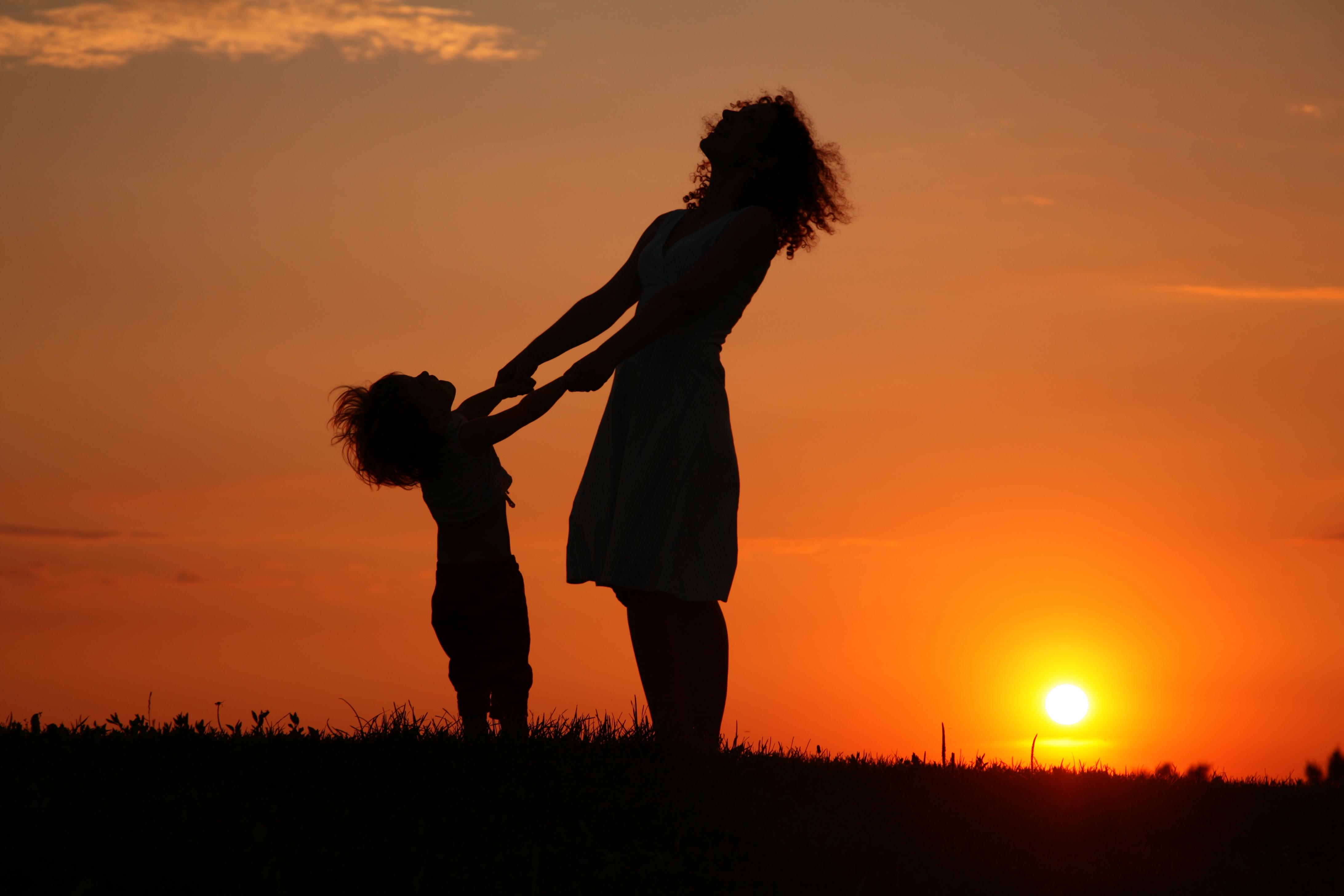 O romanca este obligata sa isi trimita fiica in Mexic, la tatal ei miliardar