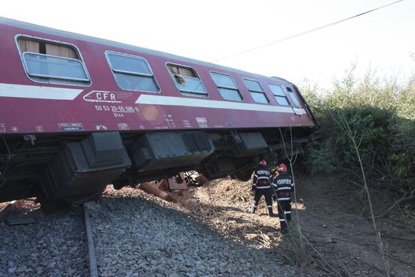 Grav accident de tren miercuri dimineata. Exista pericol de explozie!