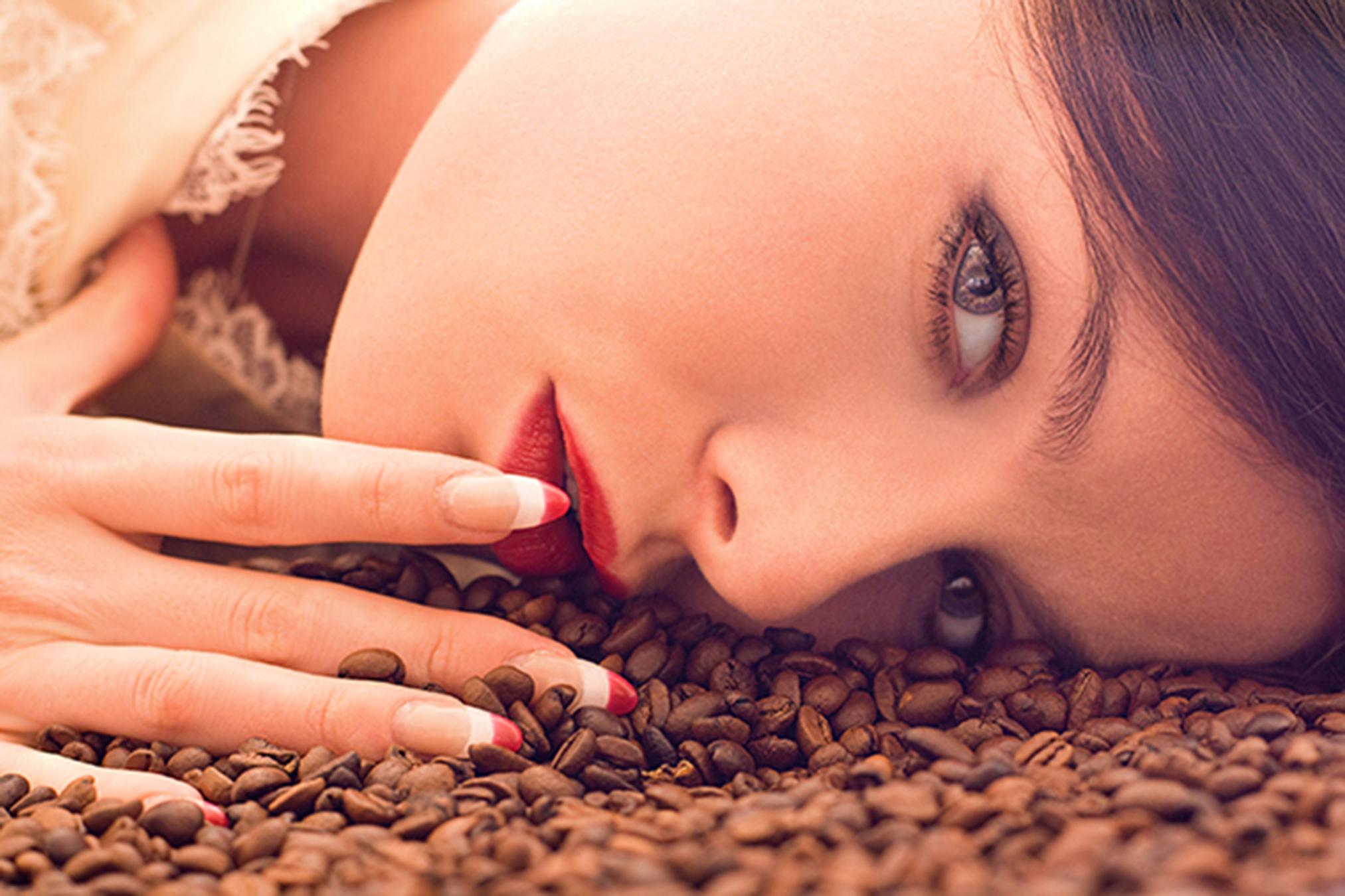 Zațul de cafea pentru ten