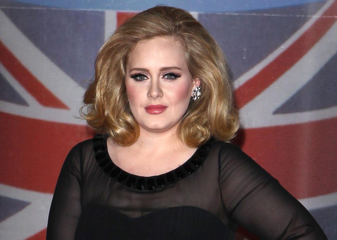 Adele a reactionat dupa atentatele din Bruxelles in timpul unui concert sustinut la Londra. Cantareata i-a injurat pe jihadistii din Statul Islamic.