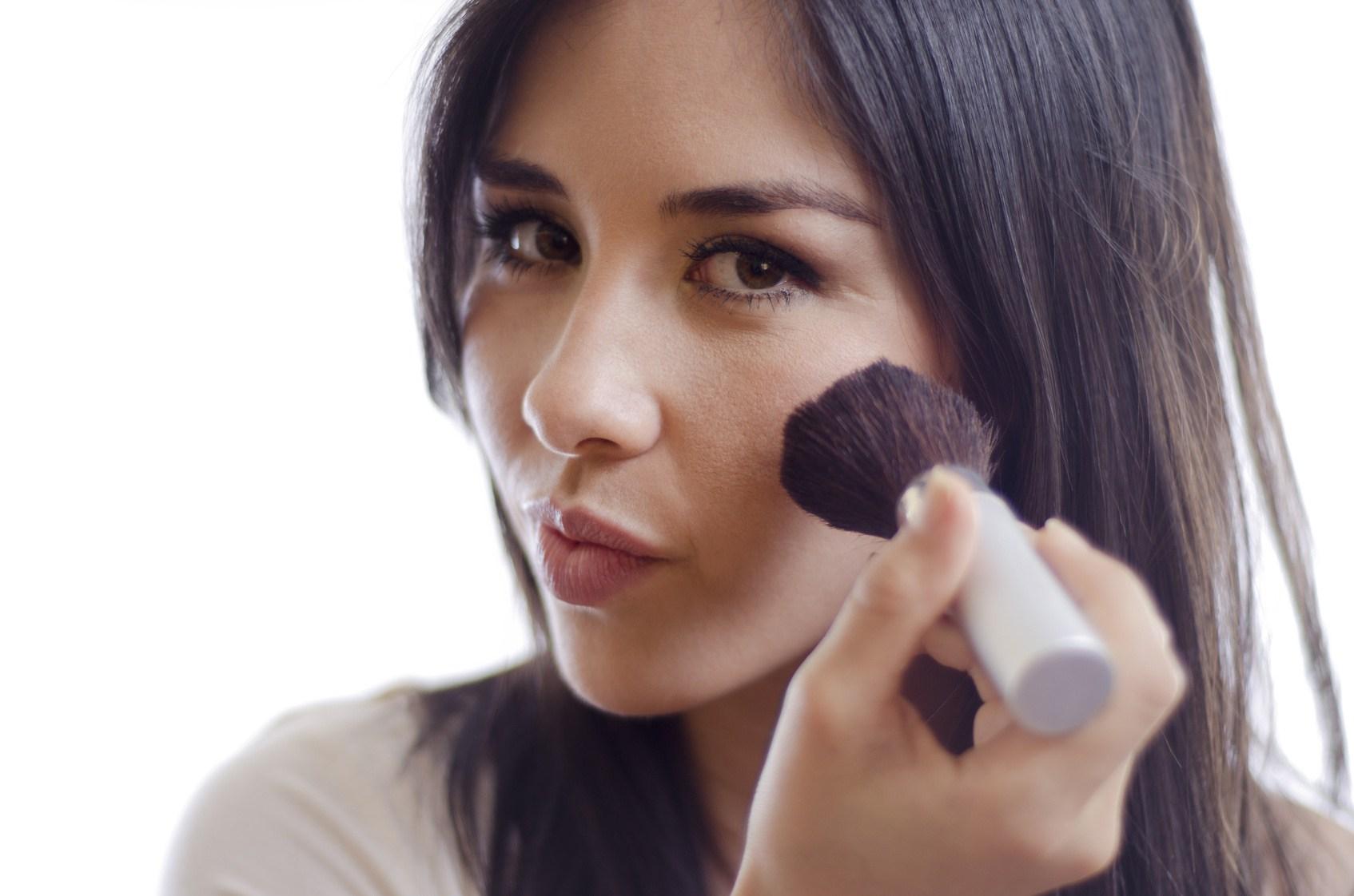 De ce ai nevoie de blush si cum sa il folosesti
