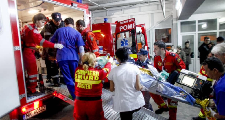 """Patru dintre tinerii raniti in incendiul din Colectiv, internati la Spitalul Militar """"Regina Astrid"""" din capitala Belgiei, sunt externati marti pentru a face loc ranitilor din atentatele de la Bruxelles, spun surse oficiale citate de Mediafax."""