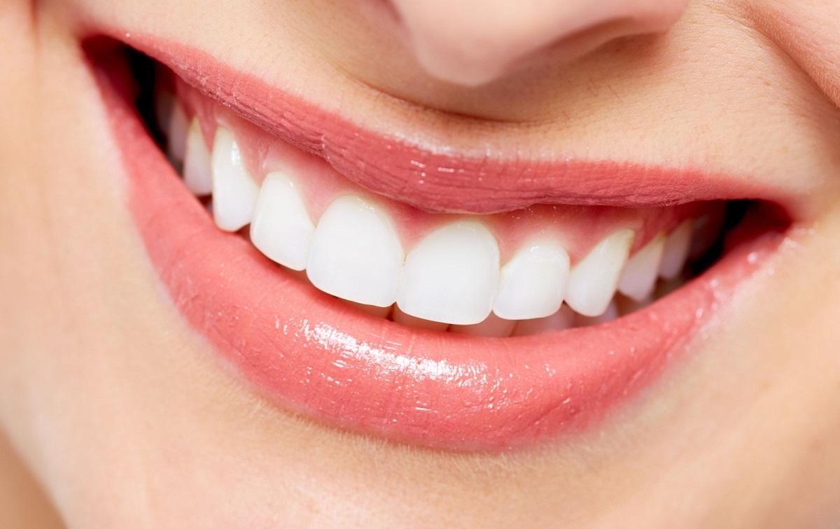 Dincolo de periaj si pasta de dinti, exista cateva alimente perfecte pentru sanatatea dentara. Iata opt alimente benefice pentru ingrijirea dintilor!