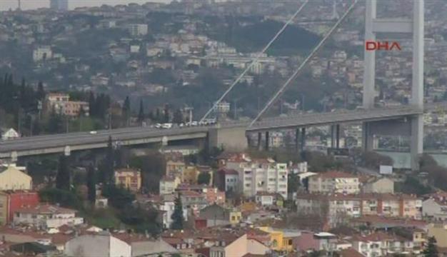 Alerta in Turcia! Podul Bosfor din Istanbul a fost inchis din cauza unei masini suspecte.