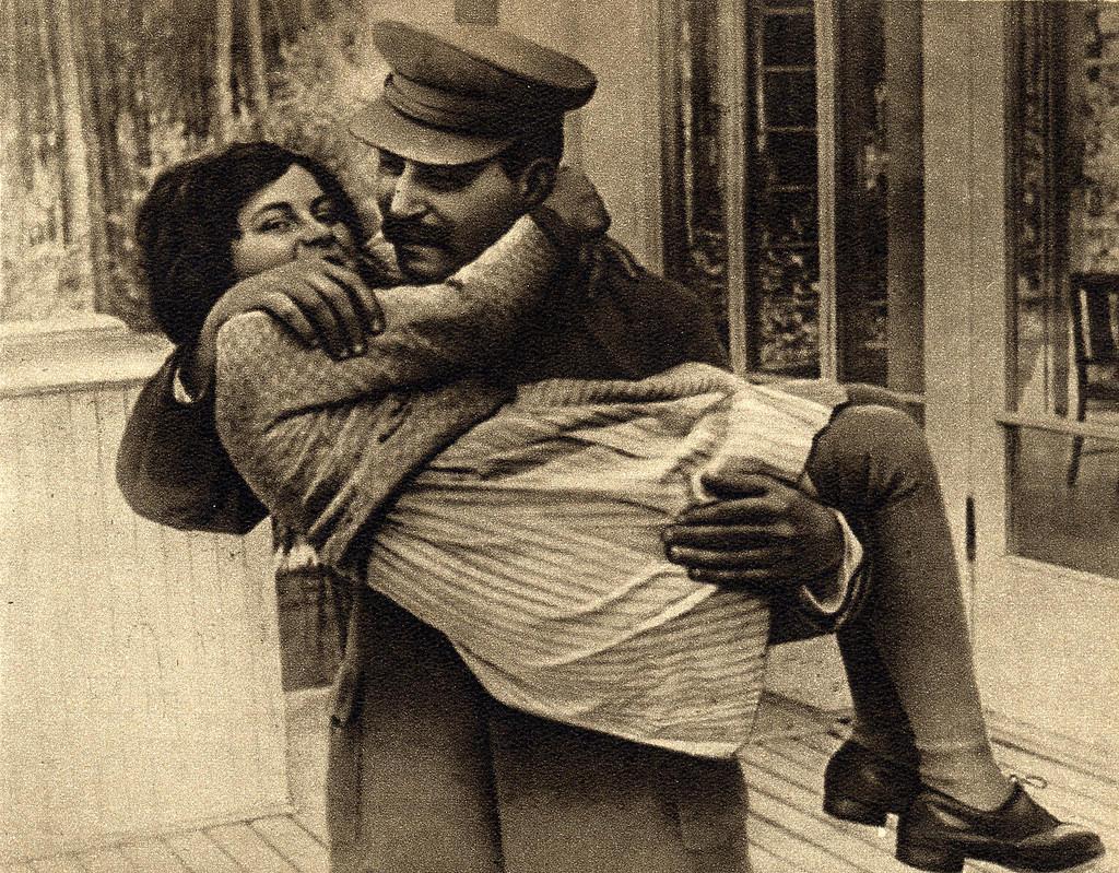 Nepoata lui Stalin locuieste in Statele Unite ale Americii, are 44 de ani si nu seamana nici pe departe cu dictatorul din URSS.