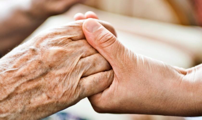O asistenta dezvaluie care sunt cele mai mari regrete ale oamenilor aflati pe patul de moarte