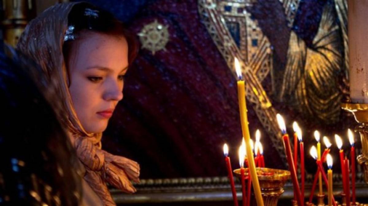 In Joia Mare are loc Denia celor 12 evanghelii, procesiune religioasa marcata de cateva obiceiuri, traditii si superstitii.