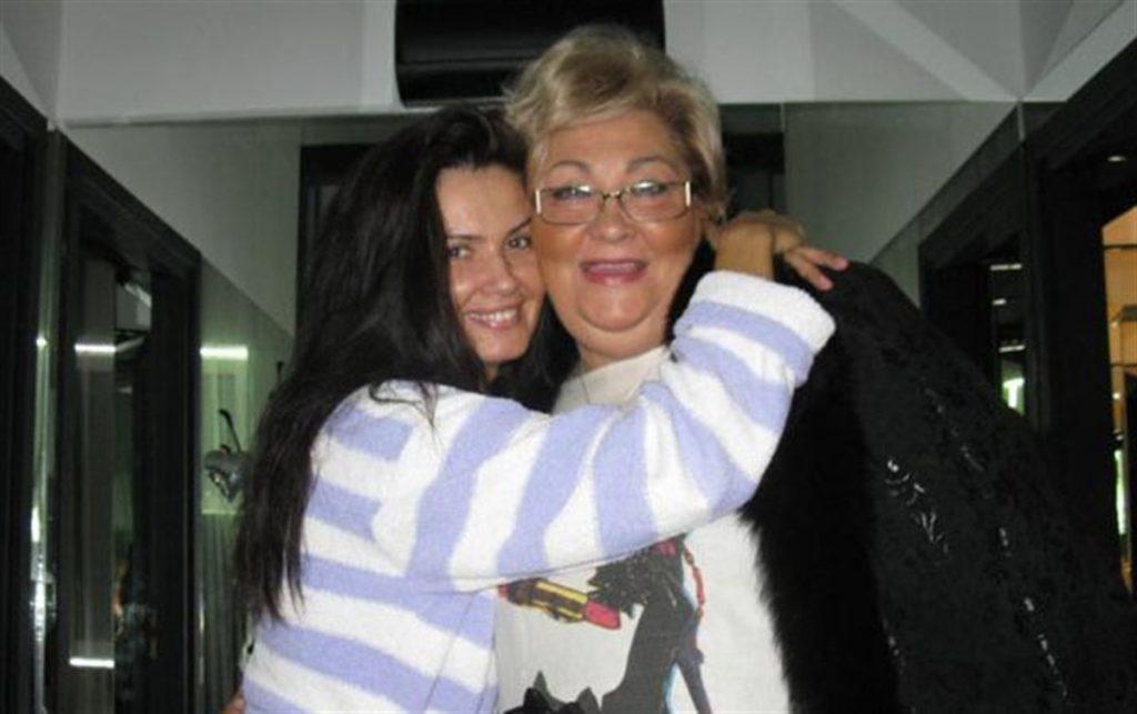 Oana Zavoranu a avut o reactie inedita, pe contul personal de Facebook, la un an de moartea mamei sale, Marioara Zavoranu.