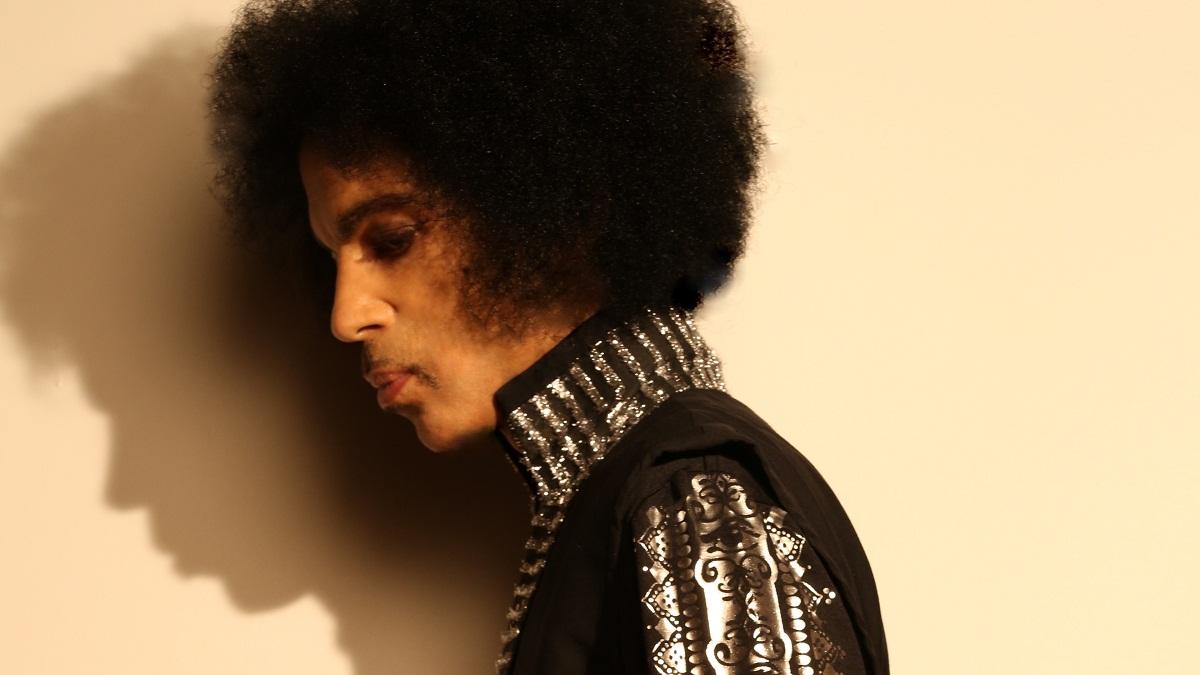 Decesul lui Prince a socat intreaga lume. Cu 16 ore inainte de a muri, artistul a postat o ultima imagine cu el, pe o retea de socializare.