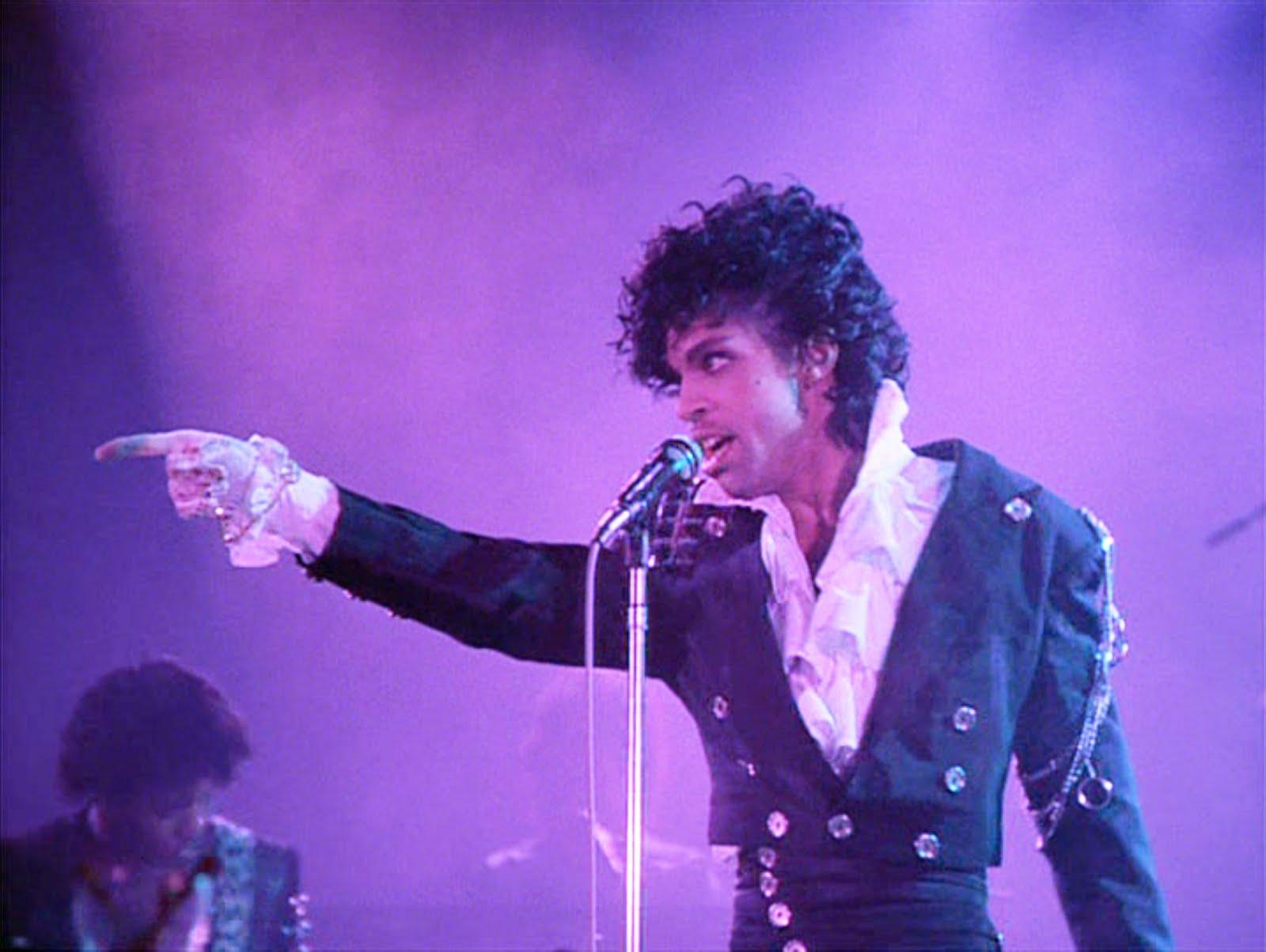 Prince a murit la varsta de 57 de ani. Artistul american a fost gasit mort intr-un studio din California.Politia investigheaza circumstantele decesului.