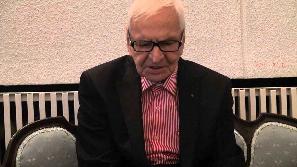 Radu Beligan continua sa joace in spectacole, chiar si la varsta de 97 de ani. Maestrul are, insa, niste probleme de sanatate.