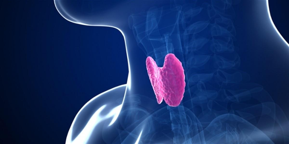 Probleme cu glanda tiroida se pot ascunde in spatele unor simptome precum oboseala cronica, exfolierea unghiilor sau caderea parului.