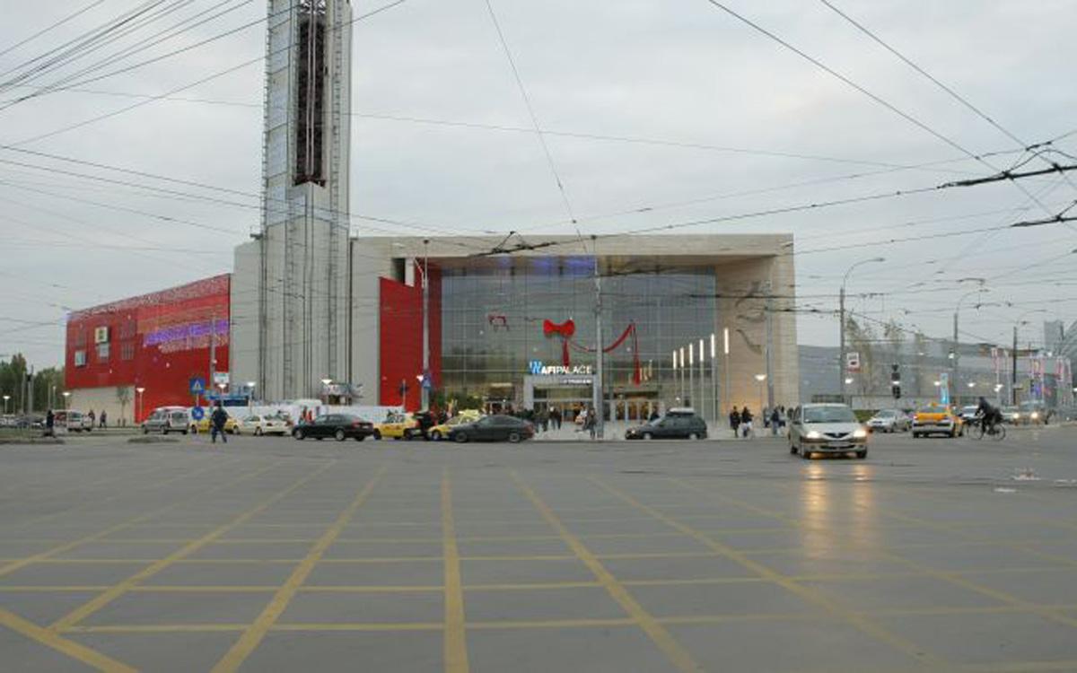 Incendiu intr-un centru comercial din Capitala
