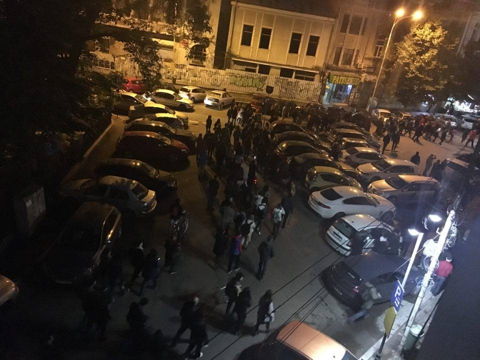 Proteste in Bucuresti Oamenii reactioneaza in cazul dezinfectanţilor diluaţi. Se cere DEMISIA Ministrului Sanatatii