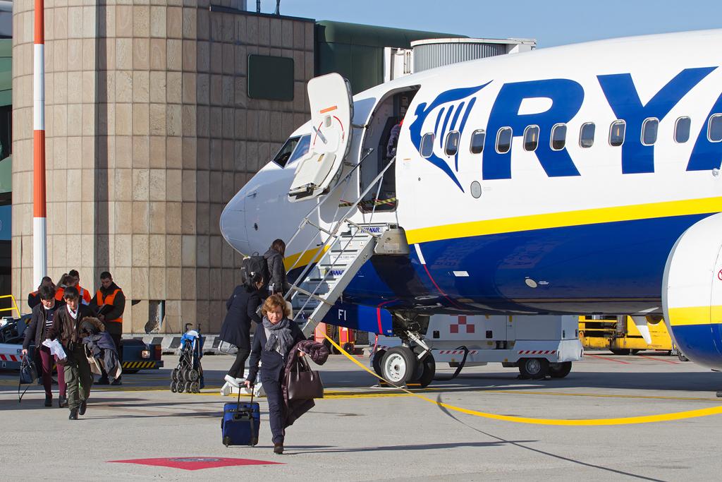 RYANAIR face angajari! Recrutarea are loc in trei orase: Bucuresti, Timisoara si Cluj