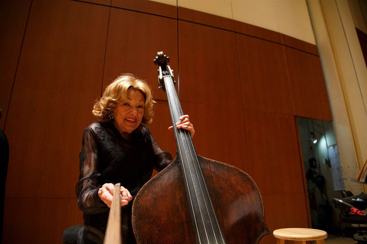 Basista Jane Little, cea care detinea recordul mondial pentru cel mai lung mandat la aceeasi orchestra, a murit in timpul unui concert.