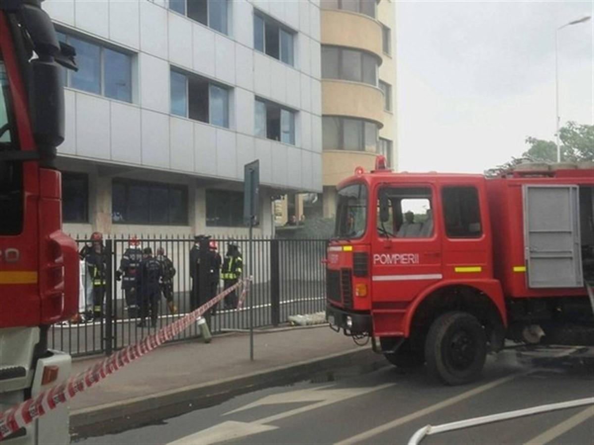 Un incendiu a izbucnit miercuri dupa amiaza la o cladire de birouri aflata pe Bulevardul Vasile Milea din Bucuresti, in apropiere de Pasajul Basarab.