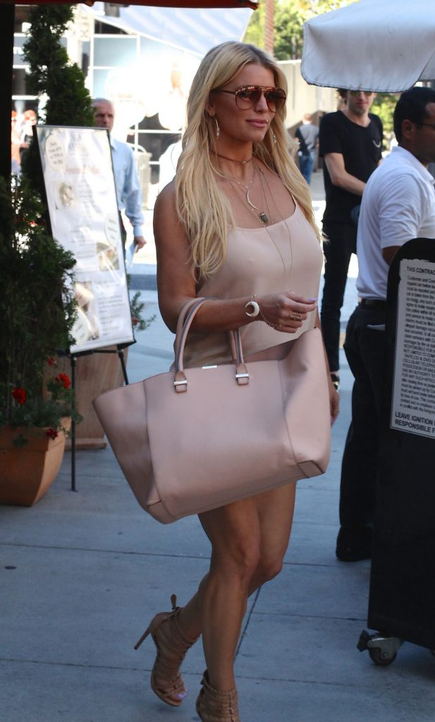 jessica-simpson-street-style-having-lunch-in-beverly-hills-june-2015_1