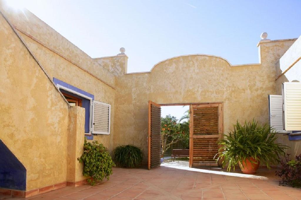 Cum racesti terasa de langa casa in zilele caniculare