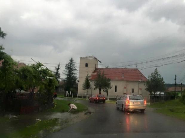 IMAGINI APOCALIPTICE. Tornada care a lovit Romania-1
