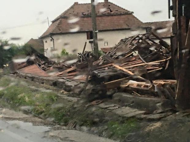 IMAGINI APOCALIPTICE. Tornada care a lovit Romania-2