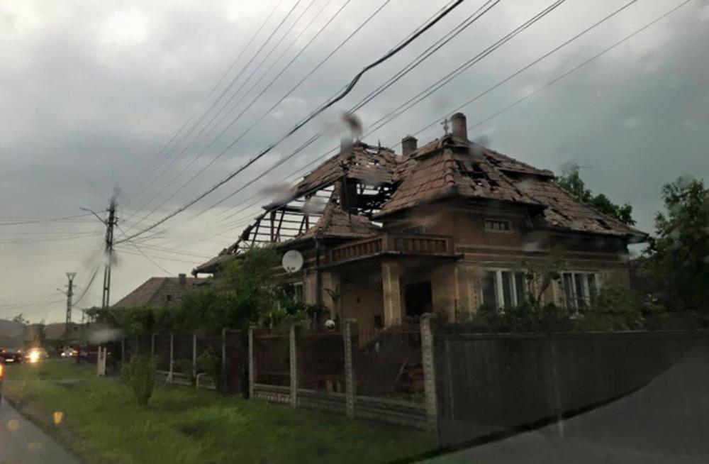 IMAGINI APOCALIPTICE. Tornada care a lovit Romania