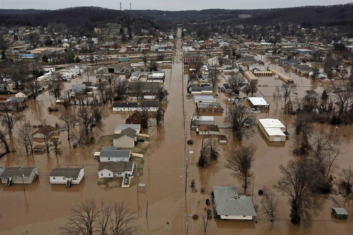 INUNDATII IN MOLDOVA. 2 persoane luate de potop