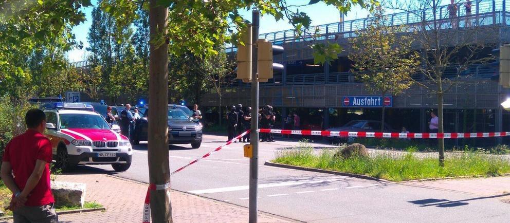 Un posibil atentat terorist a avut loc in Germania, in orasul VIernheim. Un barbat ar fi impuscat intre 25 si 50 de oameni la un cinematograf.
