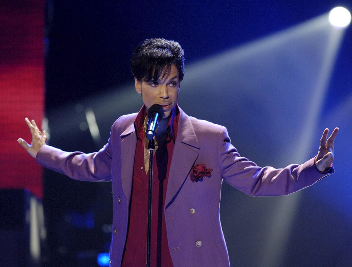 Prince a murit din cauza unei supradoze de opioide, a anuntat un oficial implicat in ancheta mortii cantaretului american.