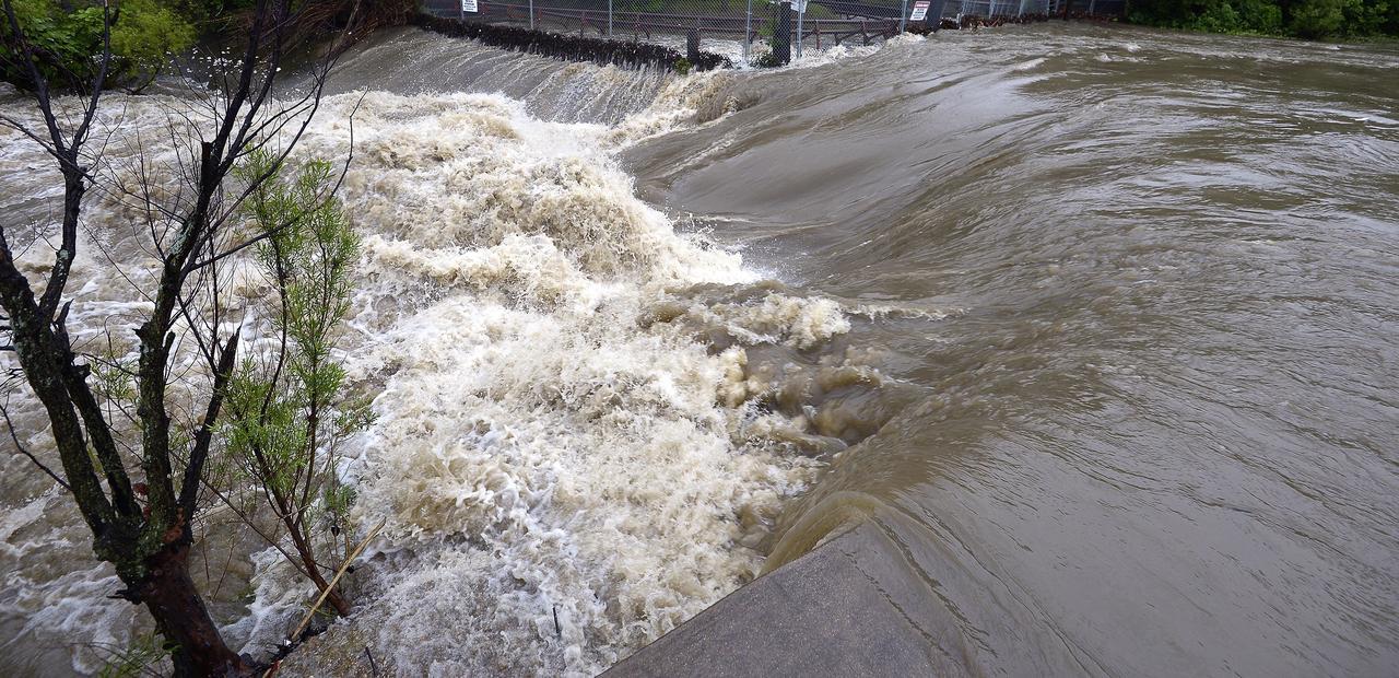 Stirile zilei 3 iunie 2016. Inundatiile care au facut ravagii atat in Romania, cat si in Franta, sunt principalul subiect al zilei de vineri.