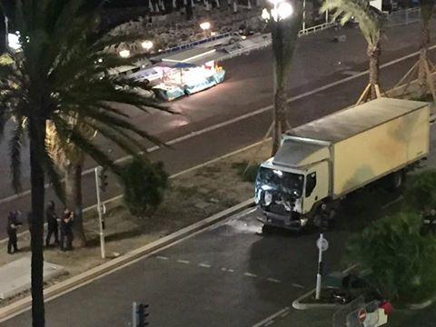 ATENTAT TERORIST in Franta in Nice cel putin 60 de morti LIVE TEXT (1)