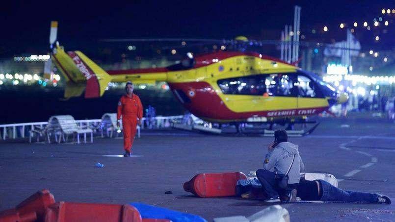 ATENTAT TERORIST in Franta in Nice cel putin 60 de morti LIVE TEXT (2)