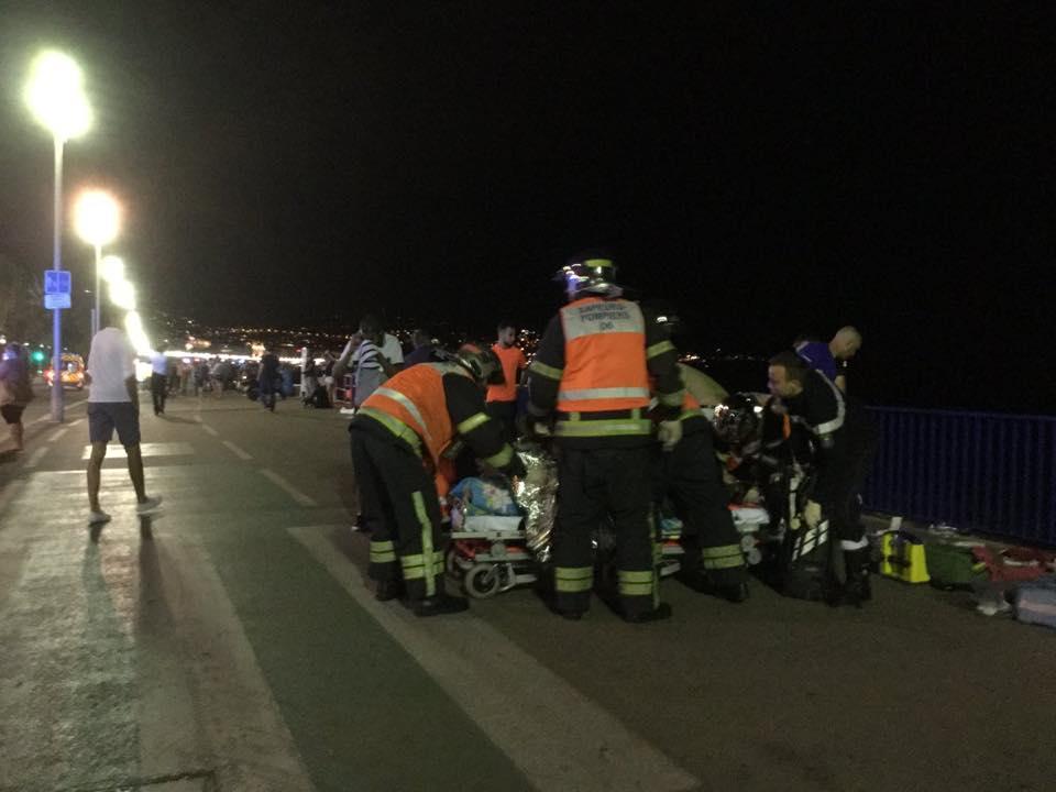 ATENTAT TERORIST in Franta in Nice cel putin 60 de morti LIVE TEXT (3)
