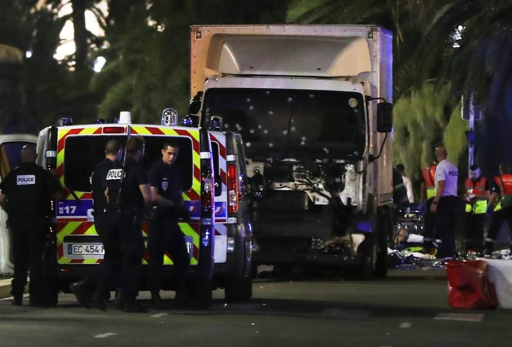 ATENTAT TERORIST in Franta in Nice cel putin 60 de morti LIVE TEXT
