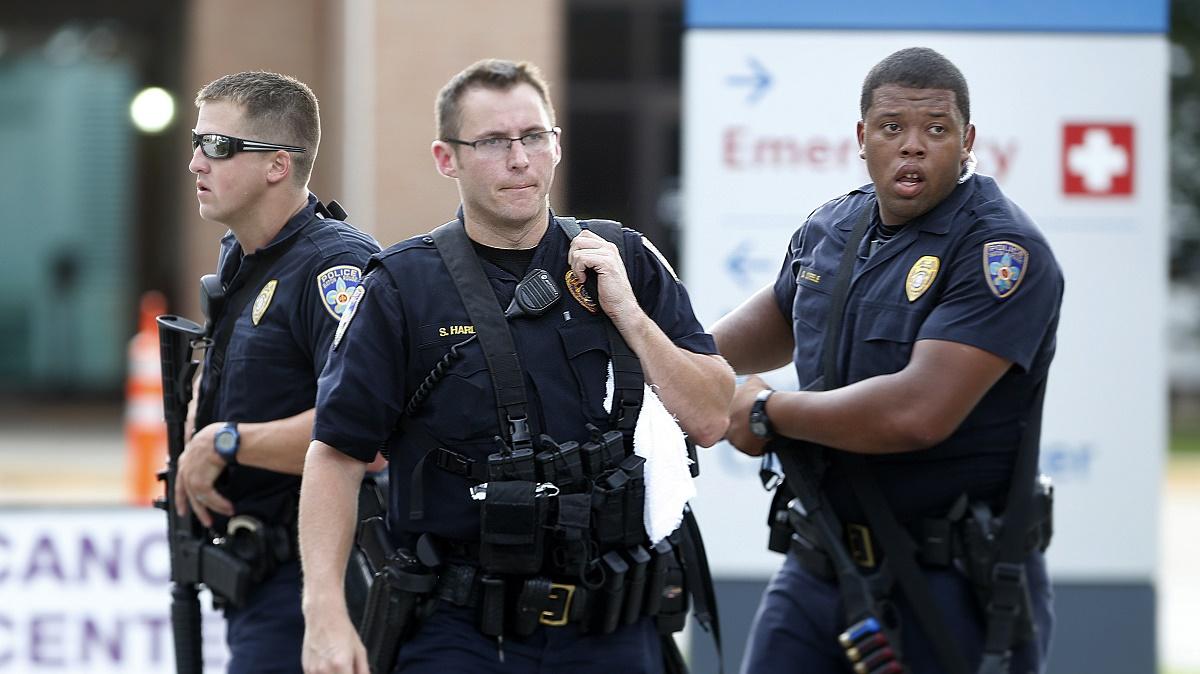 Trei politisti au fost ucisi dupa un atac armat comis in Baton Rouge, statul american Lousiana, de catre un barbat de culoare.