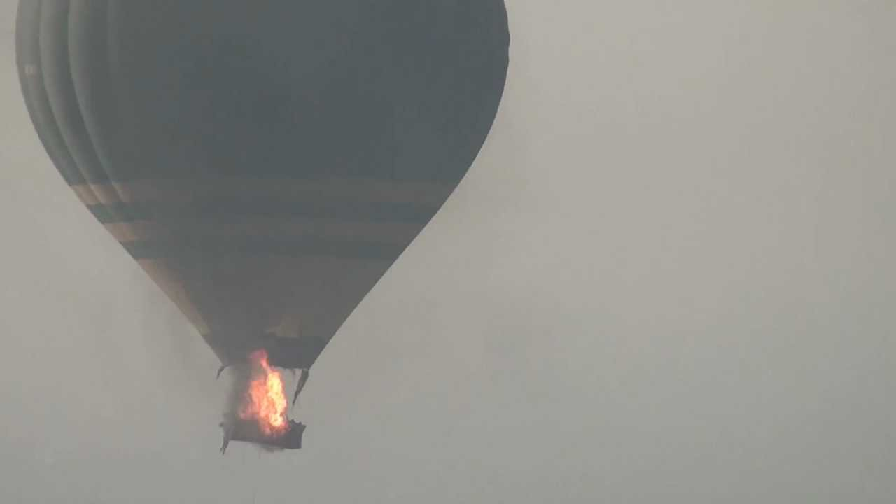 Un balon cu aer cald s-a prabusit in statul american Texas, dupa ce a luat foc. Aceasta tragedie s-a soldat cu un numar de 16 morti.
