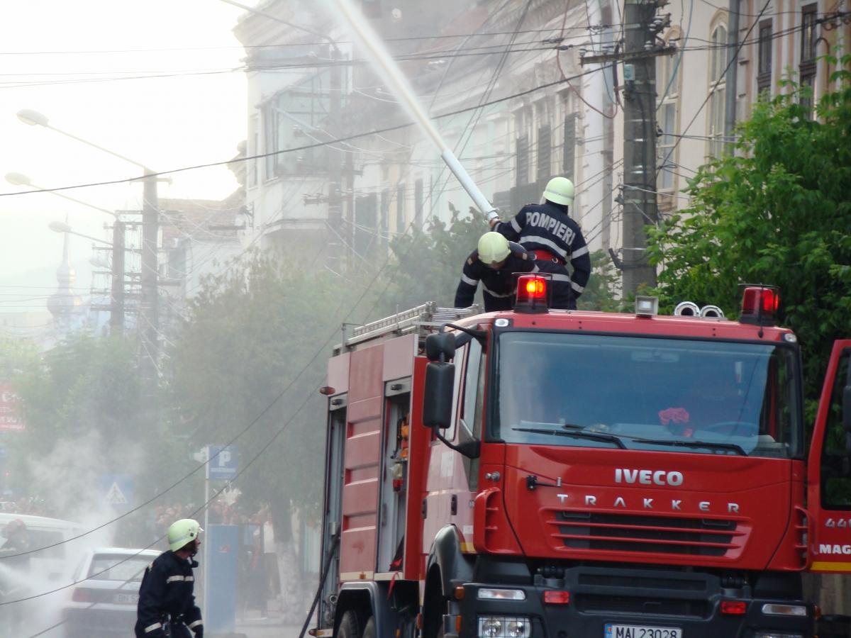 Un incendiu s-a produs la un restaurant situat pe strada Alunisului din Sectorul 4 din Bucuresti. Mai multe echipaje de pompieri au ajuns la fata locului.