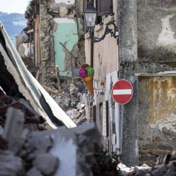 Miracol sub ruinele din Italia