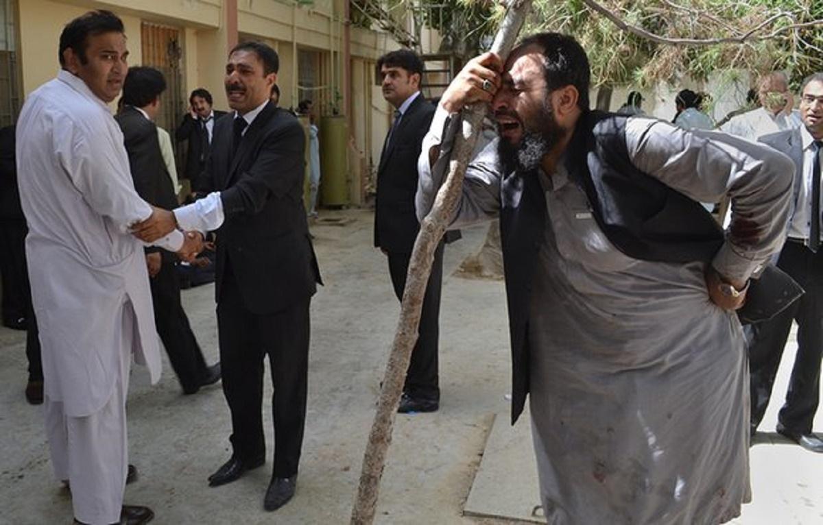 Peste 90 de persoane au murit in urma exploziei unei bombe, in Pakistan.