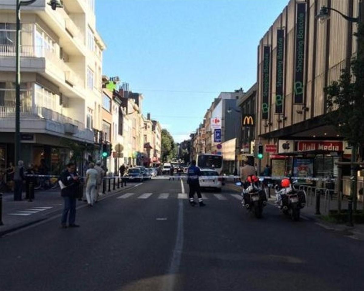Un atac cu arma alba a fost comis in Bruxelles. O femeie inarmata cu o maceta a atacat mai multi oameni intr-un autobuz.