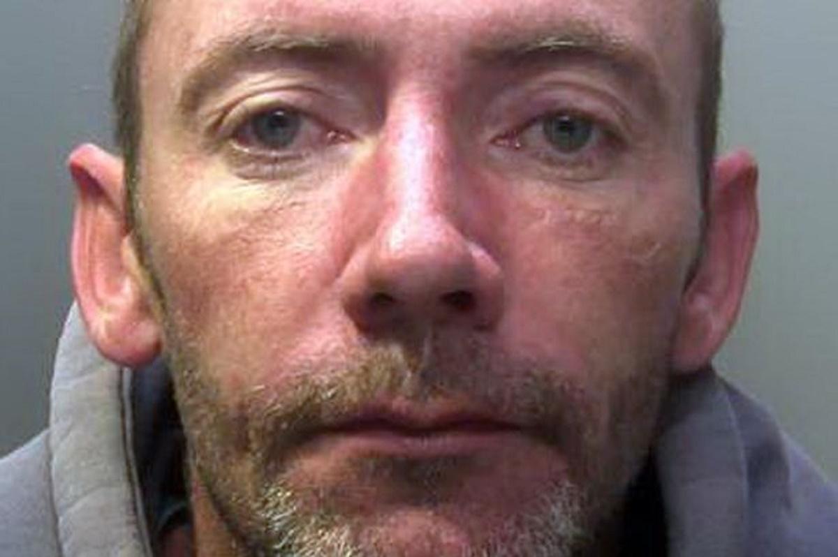 Un barbat de 37 de ani a fost arestat dupa ce a sunat de 11 ori la numarul de urgenta.