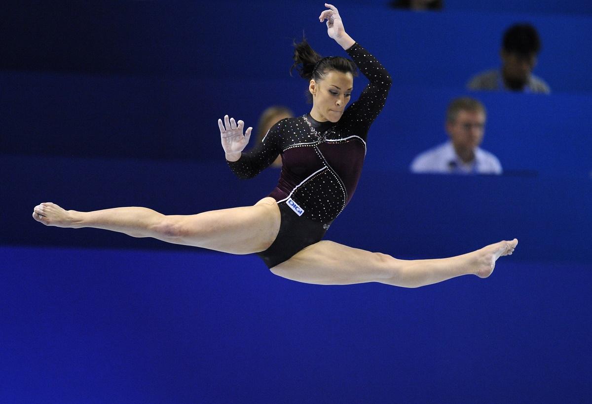 Catalina Ponor, portdrapelul Romaniei la Jocurile Olimpice de la Rio 2016, participa la probele individuale de sol si barna.