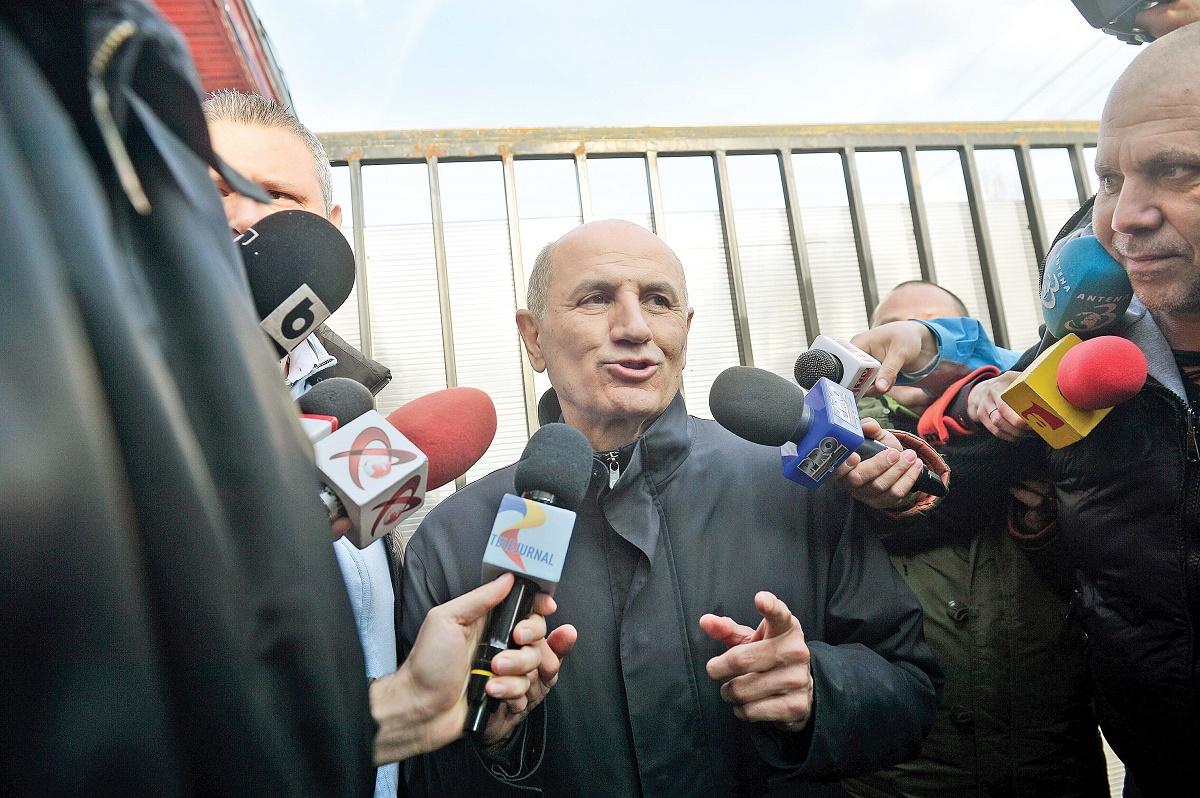 George Copos s-a prezentat la sediul DNA pentru a fi audiat in dosarul cartilor scrise in penitenciare de detinutii celebri.
