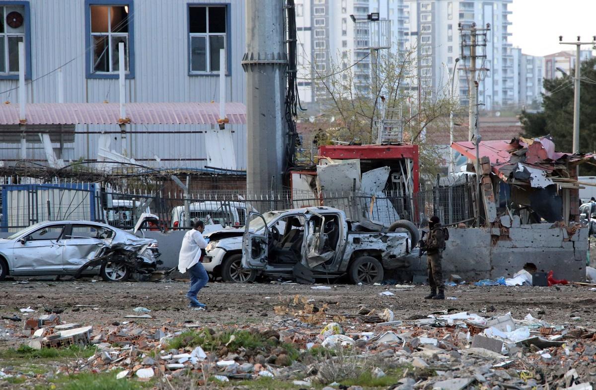 Un atac cu masina capcana a fost comis in partea de est a Turciei, in orasul Diyarbakir. Trei oameni si-ar fi pierdut viata.