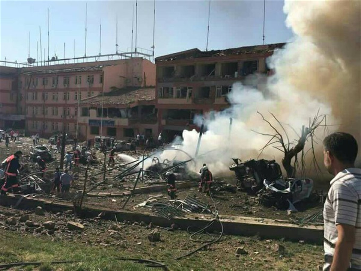 Un nou atac cu bomba s-a produs joi dimineata in Turcia, in orasul Elazig. Cel putin trei oameni si-au pierdut viata si alti 50 au fost raniti