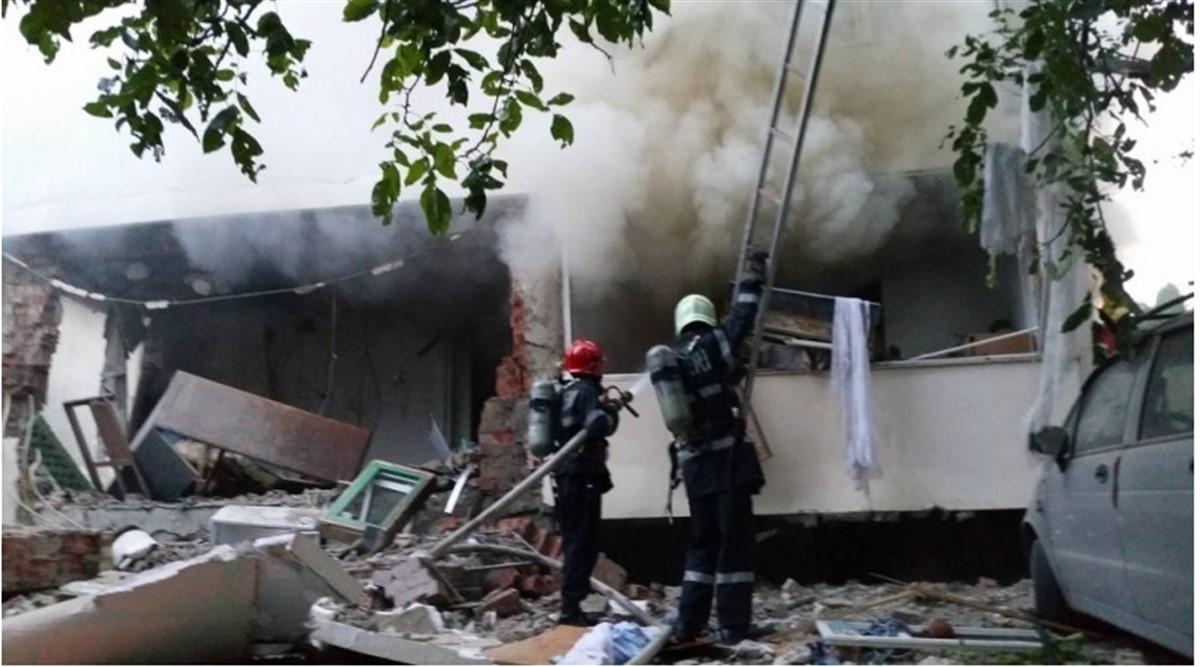 O explozie s-a produs in Iasi, la un apartament dintr-un bloc din Copou. Deflagratia s-a soldat cu doi morti si 11 persoane ranite.